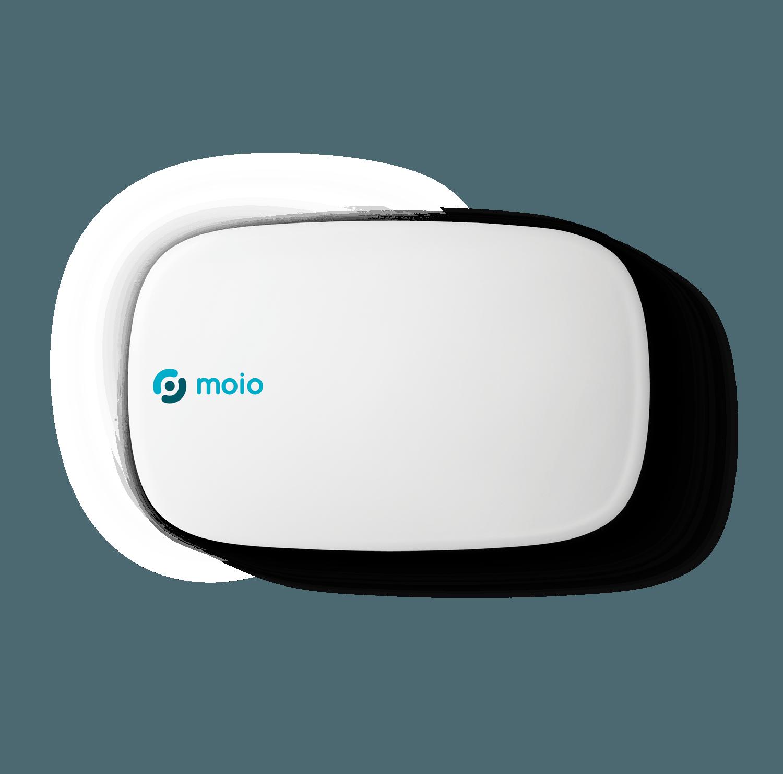 Das intelligente moio.care Sensormodul. Es ist weiß, flach, leicht oval mit stark abgerundeten Seiten.